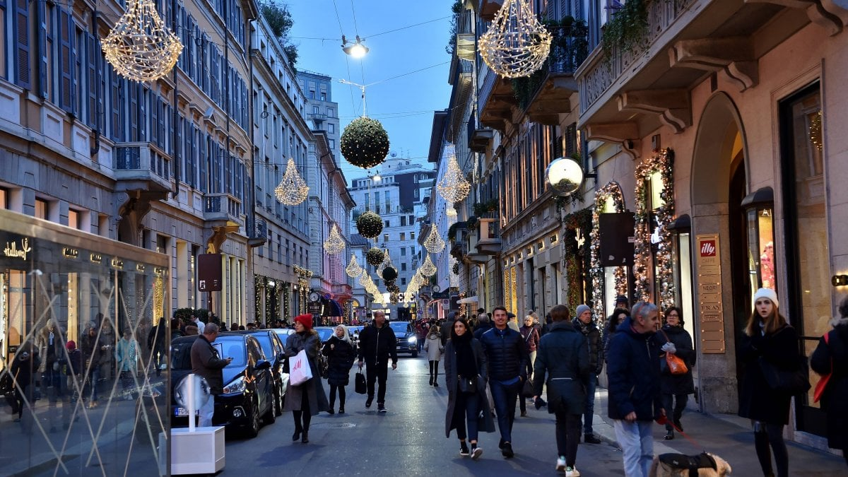 Calles-Comerciales-Via-Montenapoleone-MilanTheLxuuryTrends