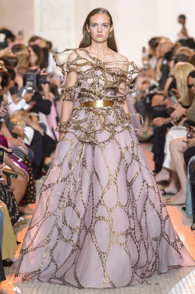 Elie-Saab-desfile-fall-winter-18-TheLuxuryTrends