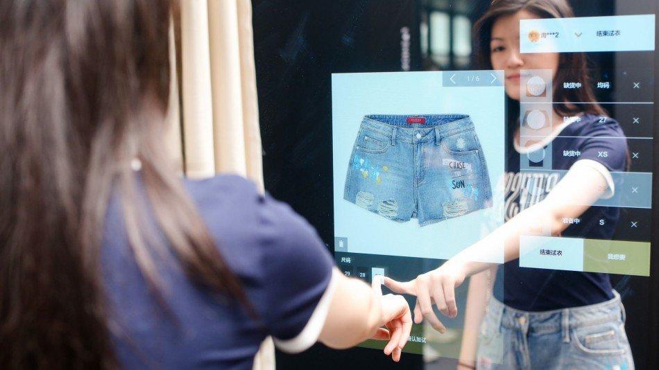 FashionAl-store-espejos-interactivos-TheLxuuryTrends