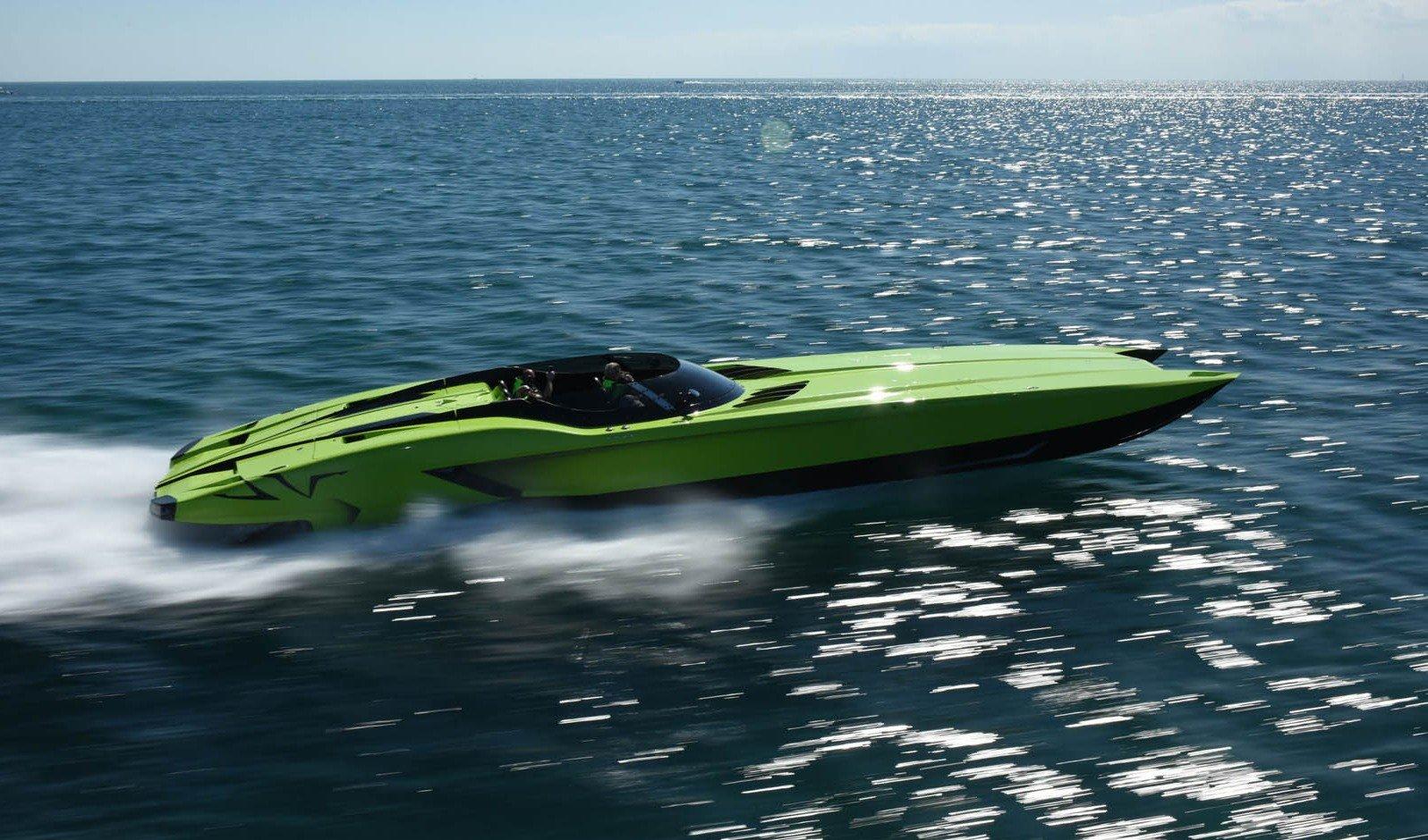 MTI 52' SuperVeloce y Aventador de Lamborgihini, velocidad a juego en mar y carretera