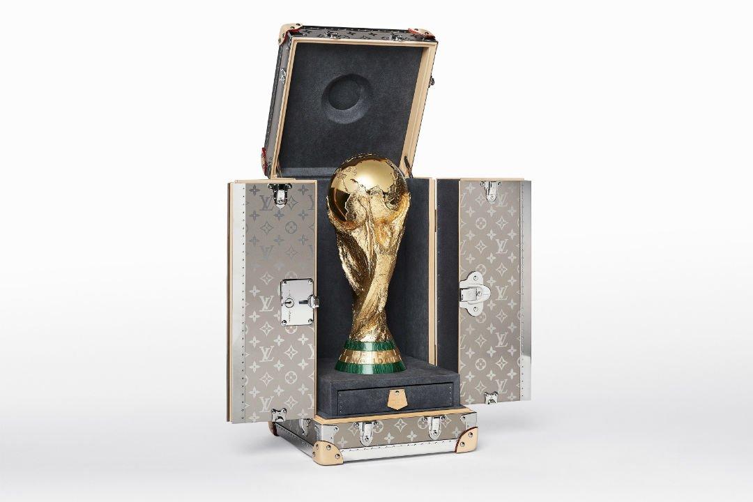 Louis-Vuitton-estuche-trofeo-Mundial-TheLuxuryTrends