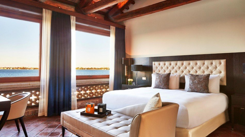 San-Clemente-palace-suite-TheLuxuryTrends