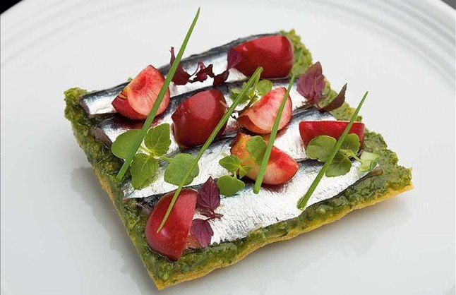 Sant-Pau-Ruscalleda-coca-sardinas-cerezas-recetas-TheLuxuryTrends