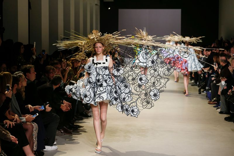 Viktor-and-Rolf-desfile-TheLuxuryTrends