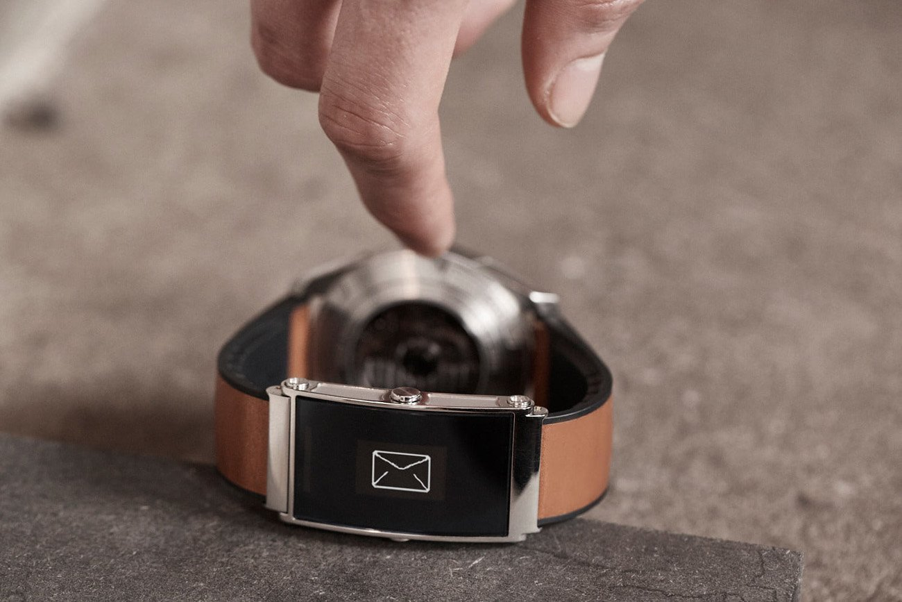 Montblanc-TWIN-Smart-Strap-TheLuxuryTrends
