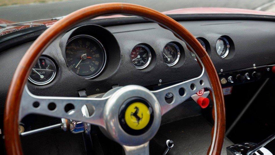 Un Ferrari 250 GTO de 1962 alcanza el precio más alto en subasta pública