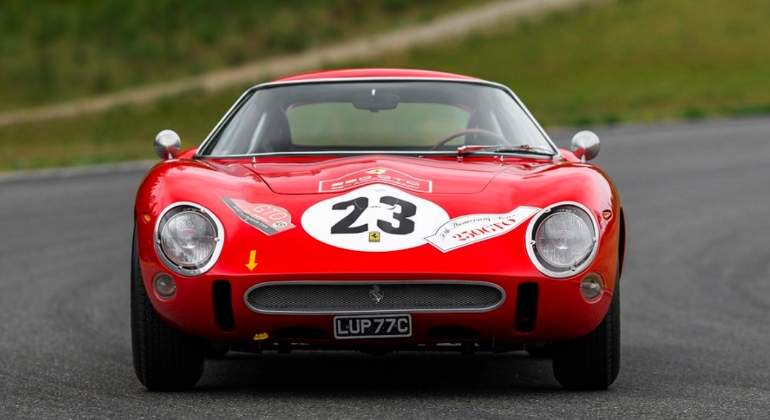 Ferrari-subasta-TheLuxuryTrends