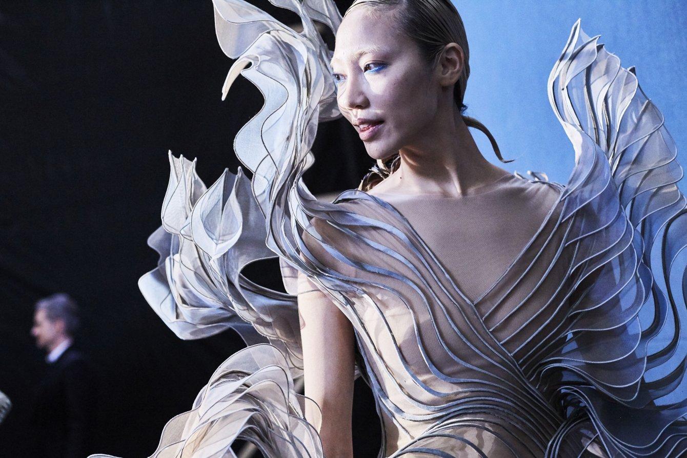 Iris-van-herpen-moda-vanguardista-TheLuxuryTrends