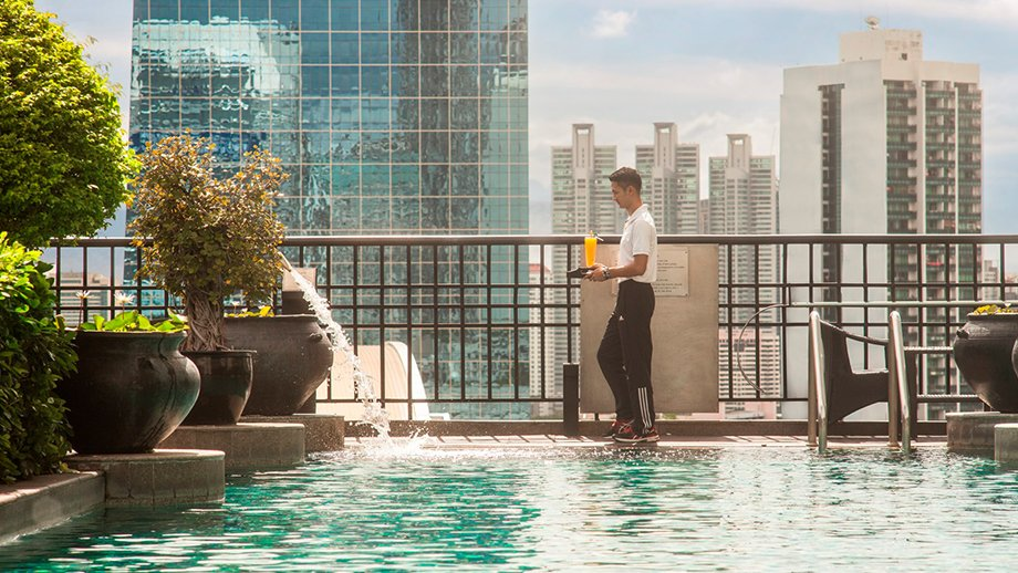 Banyan-Tree-Bangkok-hotel-pool-TheLuxuryTrends