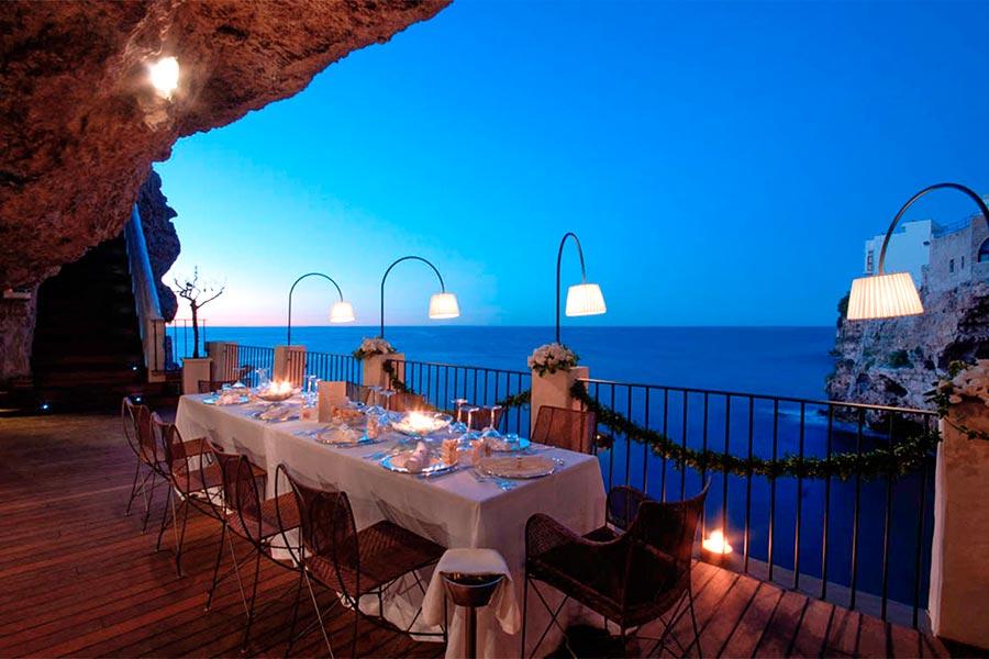 Grotta-Palazzese-restaurante-italia-TheLuxuryTrends