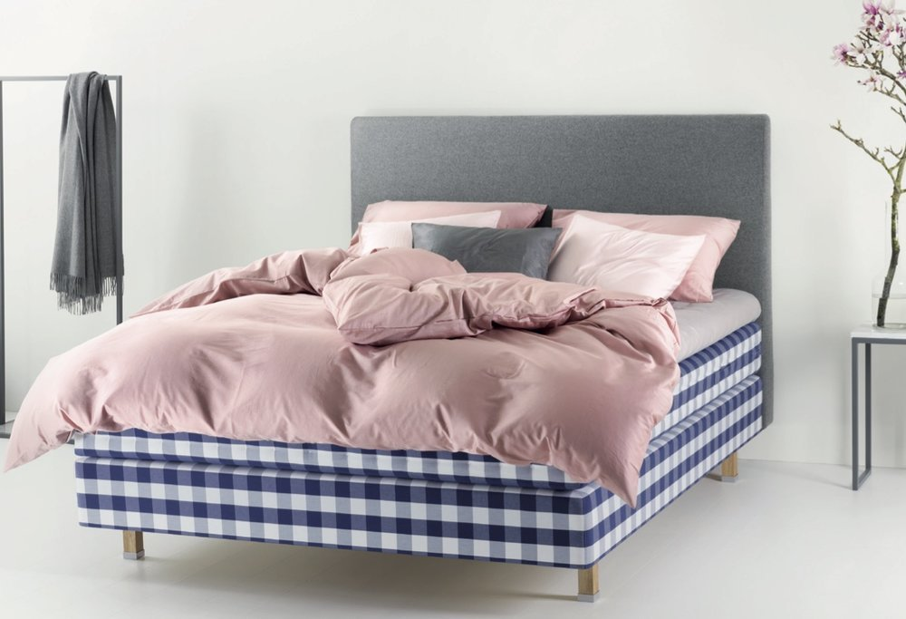 Hastens+Satin-Pure-pink-TheLuxuryTrends
