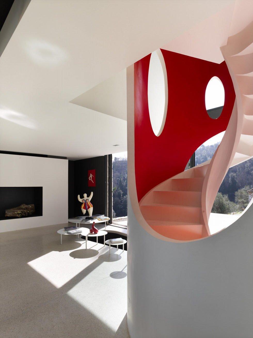 Villa-Farfalla-escalera-TheLuxuryTrends