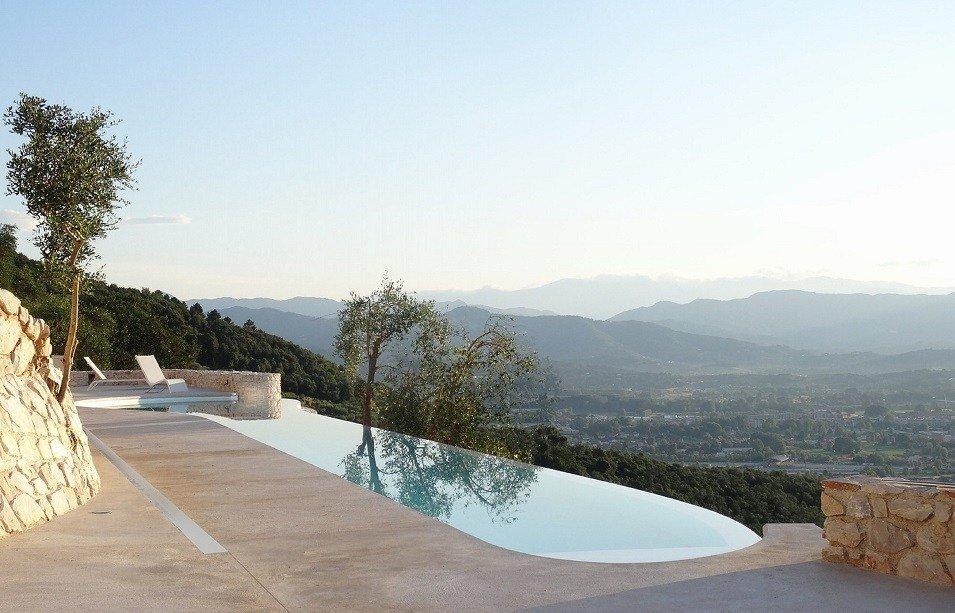 Villa-Farfalla-piscina-TheLuxuryTrends