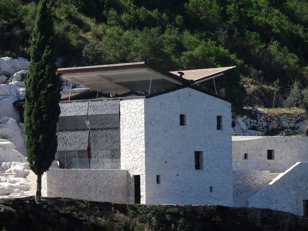 Villa-farfalla-techo-hidraulico-TheLuxryTrends