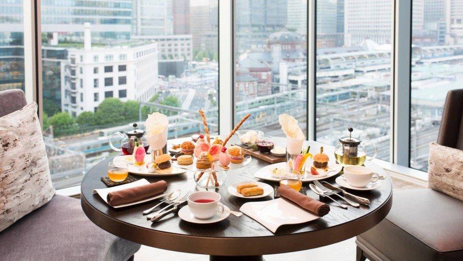 Jimmy-Choo-Afternoon-tea-Motif-restaurant-TheLuxuryTrends