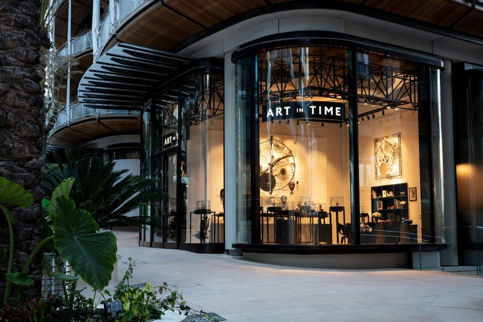 Art-in-time-exterior-TheLuxuryTrends