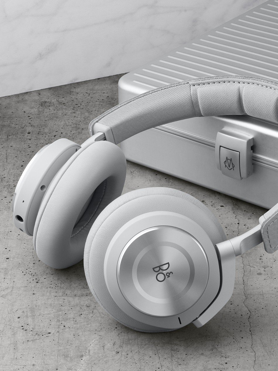 Bang&Olufsen-Rimowa-Beoplay-H9i-TheLuxuryTrends