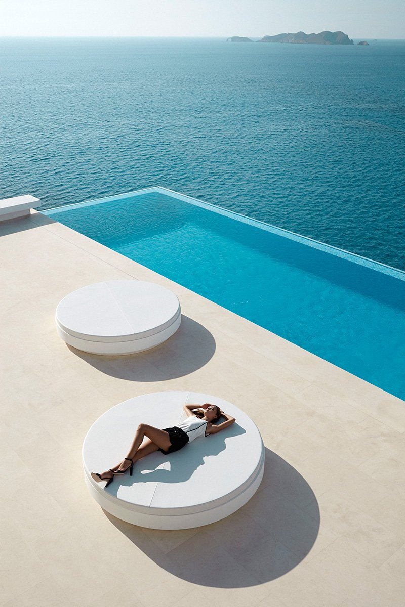 Daybed-vela-circular-TheLuxuryTrends