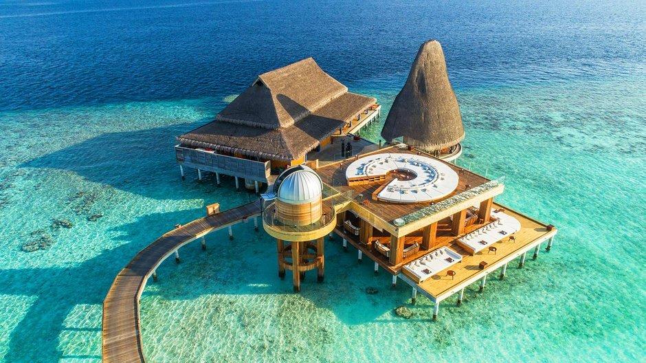 Descubre el cielo de Maldivas en el Sky Bar del Anantara Kihavah Resort