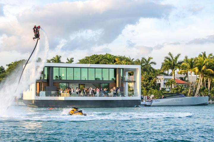 Casa flotante de Arkup: diseño, lujo y sostenibilidad sobre las aguas de Miami